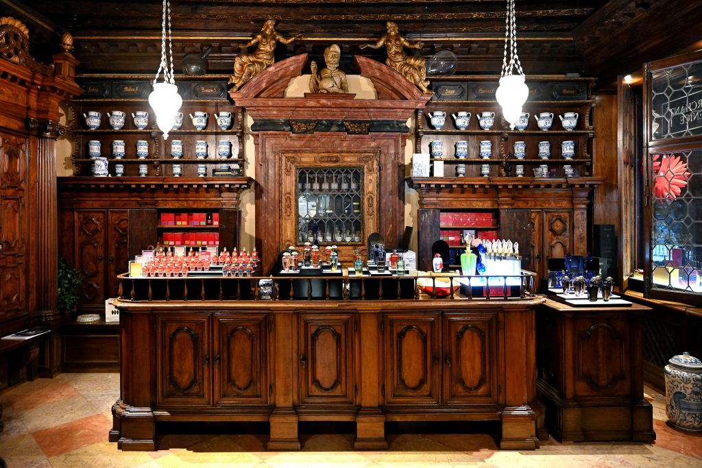 Oldest Pharmacy in Venice, Now Perfumery. Nikon Z 7 and Z 24-70mm f/4 S.  f4.5 - 1/40th sec - 3200 ISO.