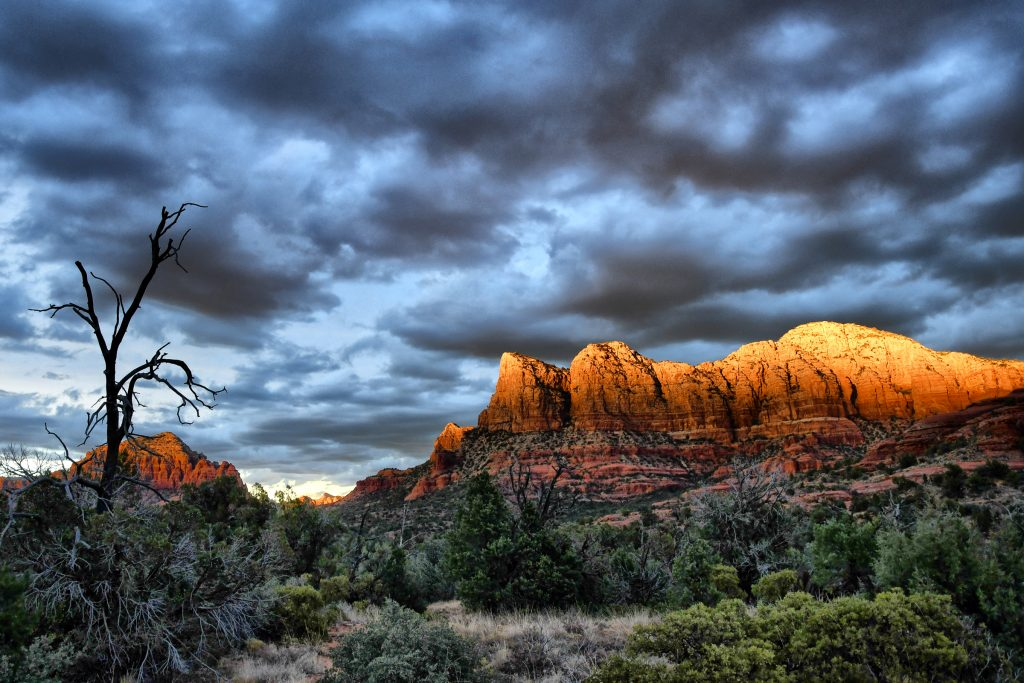 Sedona, Arizona, Desert, Sunset Glow, Nikon D7500 with AF-S 18-105.  f5.0 - 1/100th sec - 400 ISO